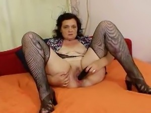 Bbw teryna gapes her greasy pussy