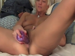 Mature nympho gives her enormous vibrator a workout by shoving it really deep...