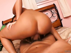 Will Powers bangs Vanessa Lee in her mouth as hard as possible in steamy oral...