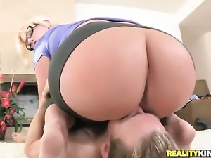 Blonde Julie Cash gets shagged to orgasm by Erik Everhard