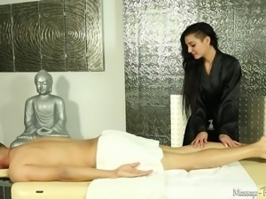 dark haired masseuse gives an awesome head