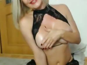 Babe Fingers her Tight Juicy Pussy