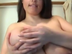 Busty Kerry Marie pinches her nipples