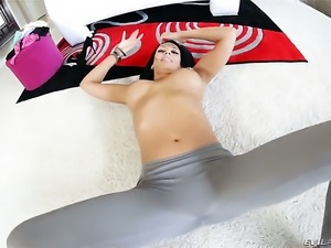 Hot bodied hottie Rachel Starr sucks the sticky nectar out of rod