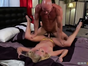 Aaliyah Love gets orally fucked by Johnny Sins s beefy mouth stretcher