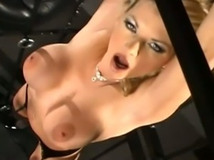Vicky Vette wants deep anal
