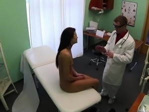 Patient gets her pussy licked by the doc and nurse