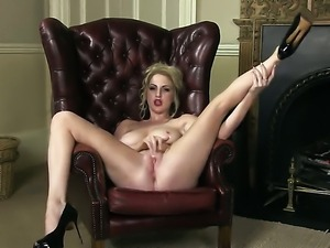 Georgie Lyall does striptease before masturbating with desire