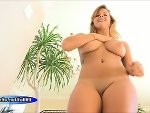 Keisha _Babe walking naked outdoors and dancing