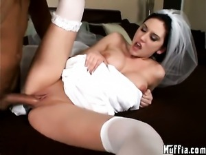 Delicious babe Mindy Main keeps her mouth wide open to be face fucked by Voodoo