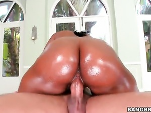 With bubbly butt gets her pretty face cum drenched on camera for your viewing...