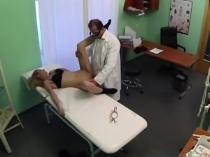 Sexy tourist gets healed by doctors dick