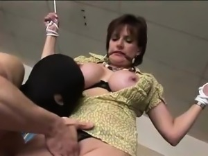 Lady Sonia fucks while tied up