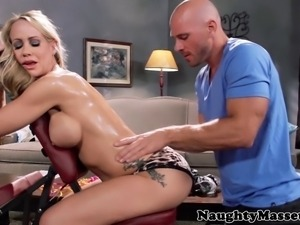 Milf beauty Simone Sonay sucks a dick at her massage appointment