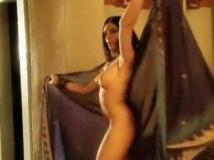 Amazing Bollywood-style nude dance