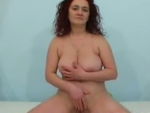 Busty mom's pussy play on cam