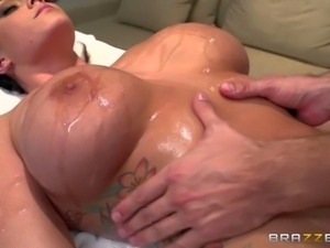 Alison Tyler is a business lady that needs massage badly after three hour...