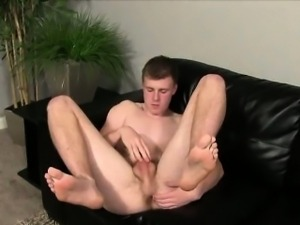 Straight amateur hunk masturbating for some money