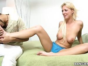 Sydney makes man unload spunk upon her face