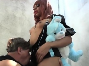 Ebony shemale gets wimps blowjob