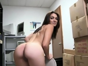 Real casting babe fingers pussy