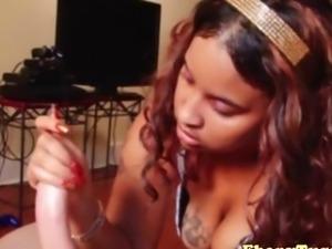Tattooed ebony black skank loves wanking