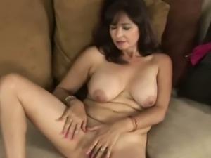 Cougar Natasha Oliwski jerks off with her fingers