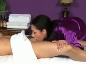 Brunette dyke masseuse stimulates clit