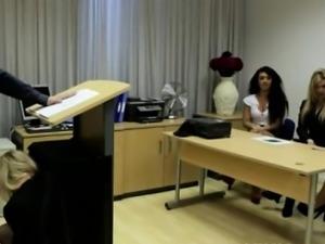 CFNM voyeur gets a sneaky facial