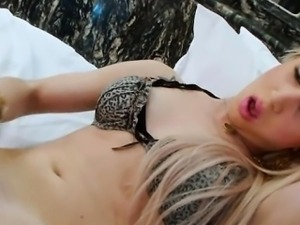 Round ass blond tranny Barbara Almeida masturbates her shaft