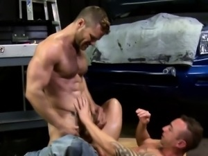 Muscle stud fucks ass