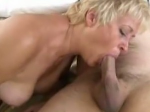 Huge ass cougar spreads as she is doing the doggy