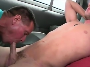 Straightbait amateur gets sneaky gay bj