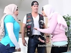 Hijab wearing muslims threeway blowjob