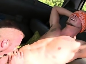 Amateur straight dude gets gay bj