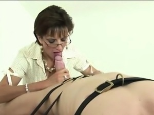 Mistress Lady Sonia sucks cock