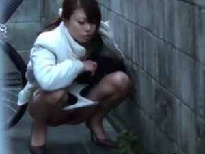 Japanese piss in street