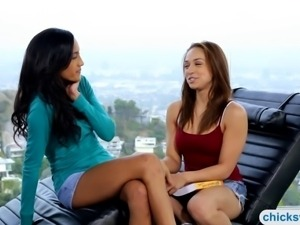 Sara Luvv and Chloe Amour rubbing clits with a sextoy
