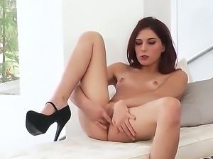 Chick in heels Ashlyn Molloy fingers her petite pussy