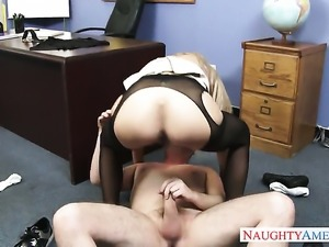 Dane Cross plays hide the salamy with Brooke Tyler with big melons and bald muff