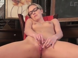 Summer Taylor pussy masturbation video