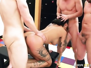 Mick Blue gets pleasure from fucking Bonnie Rotten in her wet hole