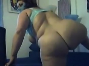Big Arab Woman Teasing Her Tits And Ass