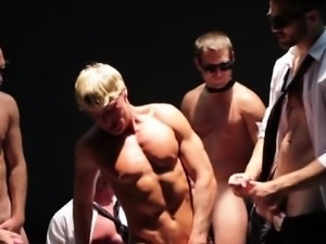 Muscle hunk gets asshole tag teamed