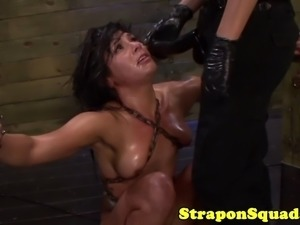 Lesbian sub worships strapon in threeway