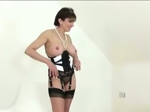 Masturbatrix flashes tits for photog