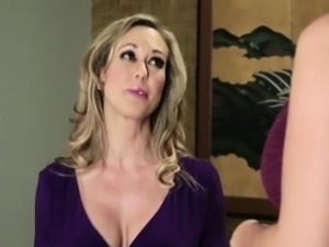 Mature hottie gets pussy