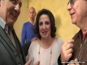 Naples : Romina en double pénétration ! jetm free