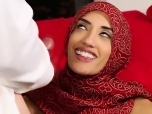 Muslim babe gets massaged