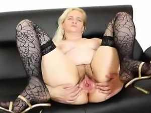 Mature woman Ela Elena going to be pervy on the sofa